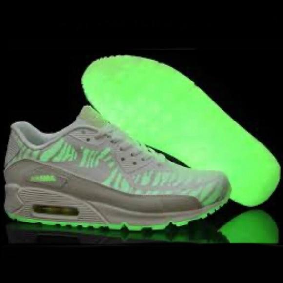 Interactuar Integración Tener un picnic  Nike Shoes | Nike Air Max 9 Cmft Prm Tape Glow Sneakers Bnib | Poshmark